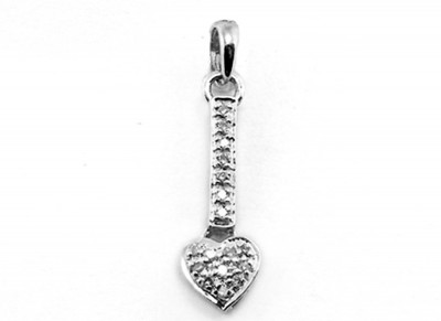 9ct White Gold Drop Heart Diamond Pendant with 17D=0 09ct